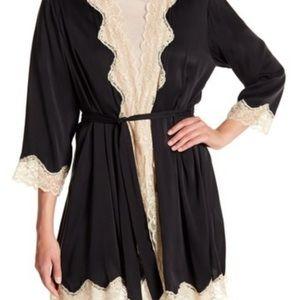 Alice + Olivia black silk robe lace medium large